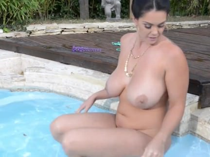 Pink Pussy Penetration: Strap-On Glorification In The Pool
